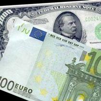 Євро просів, долар тримається.