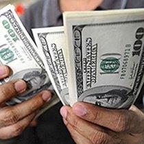 долари в руках
