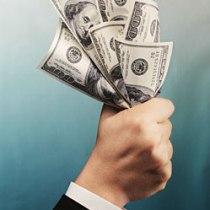 Долар підвищує ставки