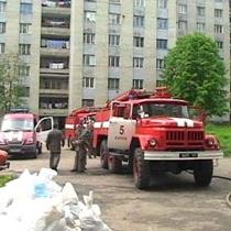 Рятувальники витягли людину із задимленої квартири