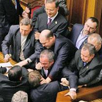 У парламенті бійка. Бютовці ламають систему «Рада»