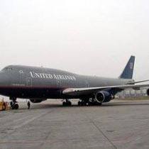На борту літака опинилися 18 контейнерів з зброєю.