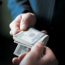 Розмір середнього хабара в Україні становить 24 тисячі гривень