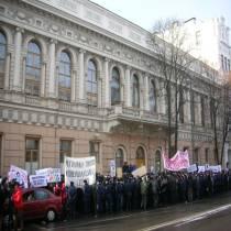 """Українські студенти здобули тактичну перемогу. Розгляд законопроекту Табачника  """"Про вищу освіту""""  відкладено"""