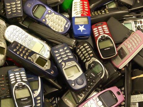 Міліціянти зайшли до крамнички і викрали всі мобільні телефони