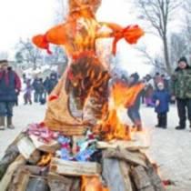 Святкування Масляної на Харківщині завершилося спаленням найбільшого опудала в Україні