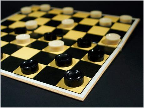 Невеличка розповідь про турнір з шашок, в якому брали участь лише депутати