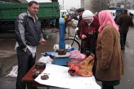 На Майдан Свободи їдуть по олію і сало. Купи – з'їж стає вершиною духовності Харкова