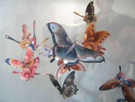 Весняний час: прокидаються метелики, прилітають птахи, привертають до себе увагу собаки, кішки і навіть риби та слони