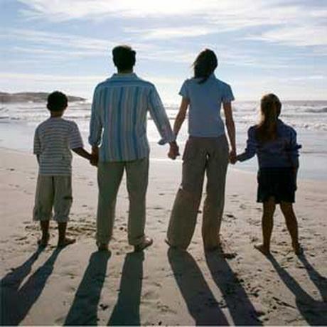 Сімейне щастя вимірюється не тільки гаманцем, але й дитячими посмішками, материнською любов'ю та батьківською підтримкою