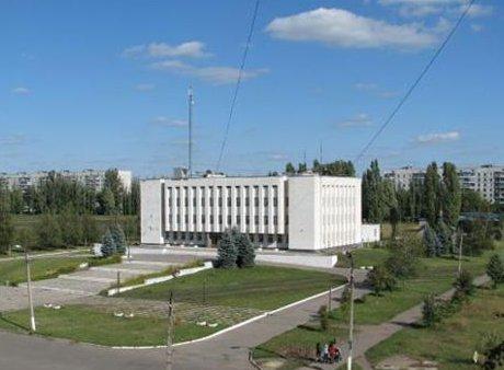Подарунок до Міжнародного Дня захисту дітей: У Первомайському виселили 500 учнів школи мистецтв. Тепер там працюватиме 30 депутатів міськради.