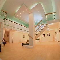 """Медики зцілюють мистецтвом.  У Муніципальній галереї відкривається виставка """"Мед"""""""