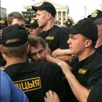 В Європейському Союзі засудили затримання в Білорусі учасників безмовних акцій