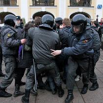 Російська влада продовжує розганяти акції протесту та затримувати мітингуючих