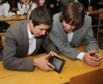 Електронні підручники в школах України можуть з'явитися наступного року. Харківським школярам обіцяють першість у черзі