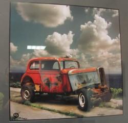 У Галереї «Маестро» триває виставка оригінальних фотографій вагітної жінки, старих автомобілів і мальованих пейзажів незайманої природи