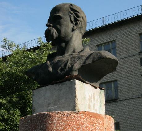Влада Стаханова не відреагувала на перший акт вандалізму щодо пам'ятника Шевченку