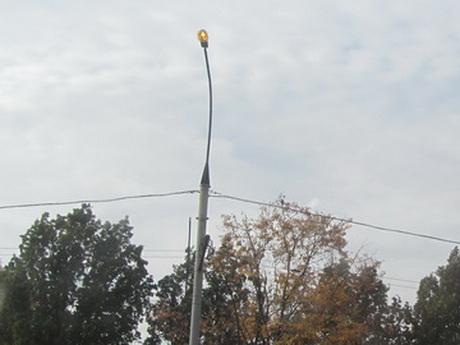 Вуличні ліхтарі горять вдень – у Харкові це звичне явище