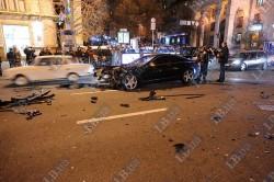Дівчина за кермом машини нардепа скоїла масштабну аварію на Хрещатику (ФОТО, ВІДЕО)