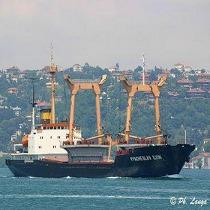 Донеччина: у Маріуполі екіпаж відмовляється покидати судно
