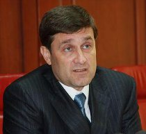 """Донецьк: замість наметів чорнобильців  - """"йолки"""", улюблені дерева президента Януковича"""