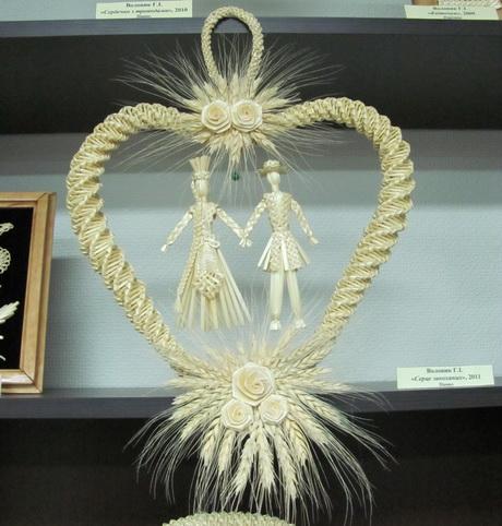 В приміщенні громадського об'єднання «Поступ» триває виставка рукоділля харківських майстринь плетіння із соломи (ФОТО)