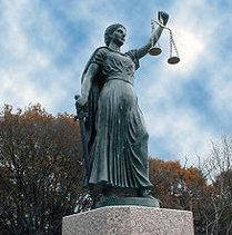 Чеська Феміда безжальна до влади і чутлива до скарг громадян: за ігнорування запитів - арешт комунального майна