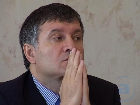 """Біда сама не ходить: поки прокуратура на Авакова полює, лідер харківської """"Свободи"""" хоче взяти його на поруки"""