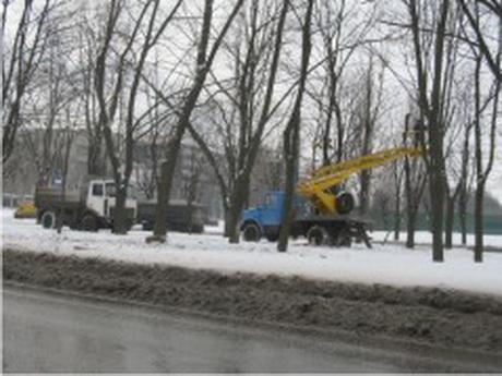 Благоустрій міста до ЄВРО-2012 триває, але знову, тільки у вигляді рубок дерев у найбільш забруднених промислових районах міста