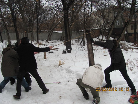 «Зелений Фронт» разом із Харківським осередком партії ВО «Свобода» допомогли місцевим мешканцям знести паркан незаконних забудовників