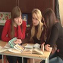 Лозівські школярки - кращі юні журналісти Харківщини. Але для участі у Всеукраїнському турнірі їм потрібна допомога