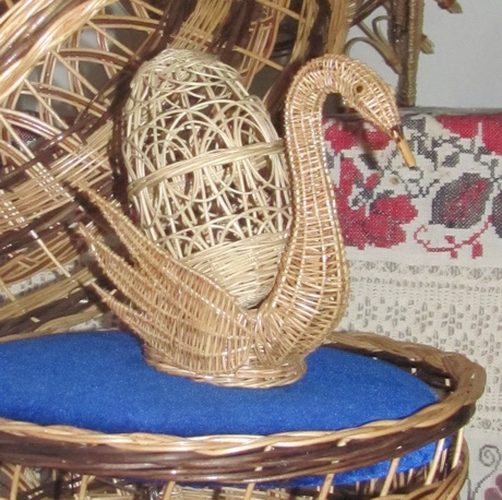 Роботи  народних майстрів Харківської області тепер експонуються у темному залі колишнього будинку народної творчості