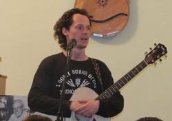 Лідер гурту «Тінь Сонця» Сергій Василюк у Харкові заспівав те, чого немає на професійних компакт-дисках