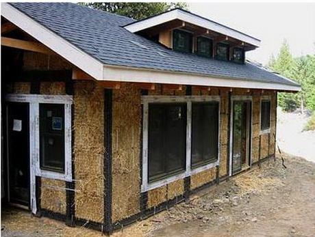 Випускник інженерно-будівельного інституту використовує блоки з житньої соломи у будівництві