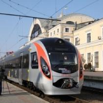 """Ганьба Колесникову, сам їдь на своїх Хюндаях"", – кричали пасажири поломаного потяга"