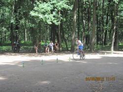 За новенький велосипед, м'ячі, цукерки і фірмові сорочки змагалося 43 учасники
