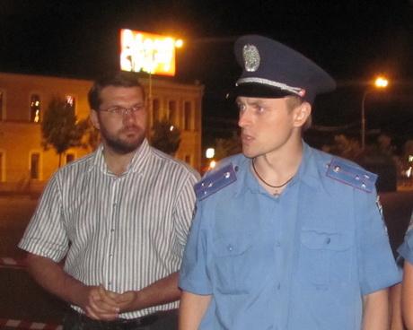 Працівники міліції заборонили встановлювати намети. Учасники акції ночували під відкритим небом на карематах