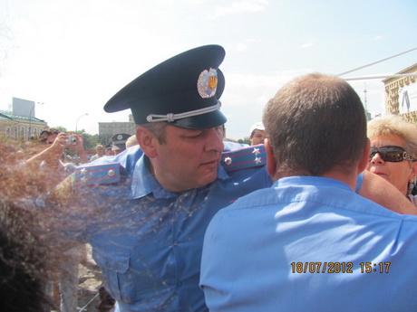 Об'єднана опозиція розпочала збір підписів за арешт Президента України Віктора Януковича