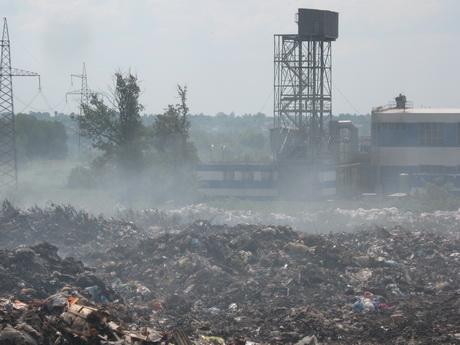 Чому горіло сміттєве звалище у місті Люботин і що було виявлено під час першого журналістського розслідування?