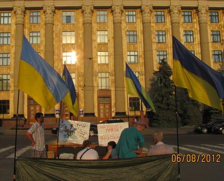 Почався другий місяць Харківського Мовного майдану. Організатори вирішили стояти аж до виборів