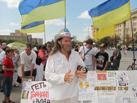 На Харківському Мовному майдані голодує музикант Іван Зозуля
