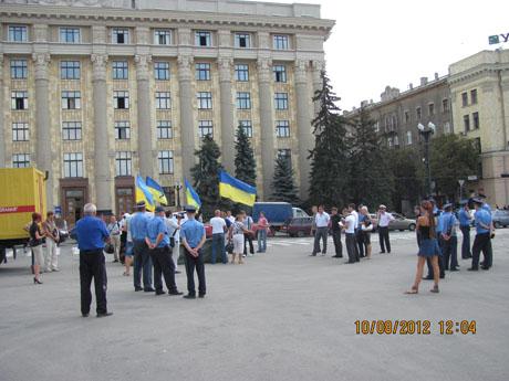 Працівники міліції розігнали Мовний майдан, але ненадовго. Учасники акції перейшли в парк Шевченка