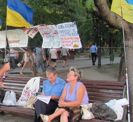 Учасників мовного Майдану припинили повідомляти про час і місце судових засідань