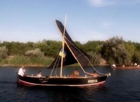 Харківські козаки зробили козацьку чайку і здійснили заплив по Дніпру до могили Івана Сірка