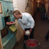 У Харкові двом тюремникам, які проспали втечу в'язня, суд дав умовні терміни