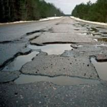 """На дорогах Луганщини нарахували мільйон """"квадратів"""" ям"""