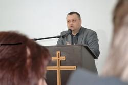 Леонтій Шипілов виступає зі своєю доповіддю