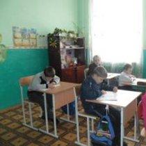 Перші за 40 років нові меблі для державної школи - за гроші батьків та мікрогрант Міжнародного фонду «Відродження»