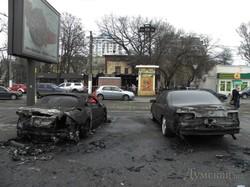 Підпал в центрі Одеси: дощенту згорів ресторан та дві іномарки (ФОТО, ВІДЕО)
