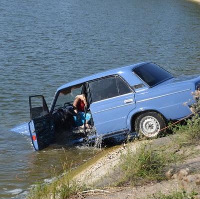 У Криму дві людини потонули в автомобілі (ФОТО)